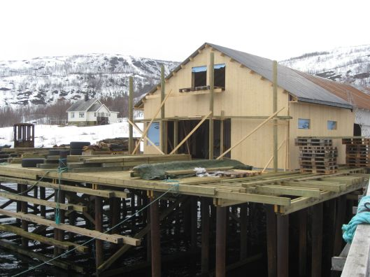 Ny kai og godsskur under bygging.    Foto: J.K. Bless